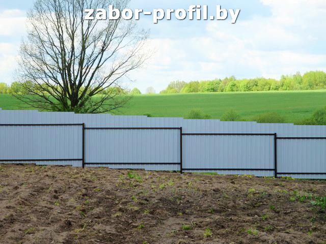 Забор из профнастила на участке с уклоном своими руками 116